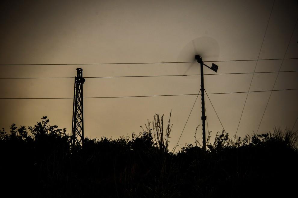 Ветряк, провода, концептуализм. ;)