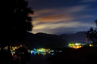 Ночной вид с мыса Пхомтхеп на пляж Найхарн