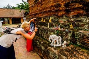 Masha Shooting Wat Jetlin Stupa (Wat Jetlin, Чианг Май, Таиланд.)