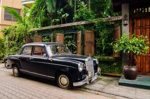 Mercedes On Chiang Mai Streets (Улицы Чианг Мая.)