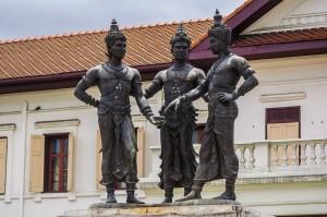 Three Kings Of Lanna (Улицы Чианг Мая.)