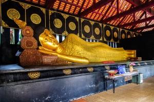 Wat Chediluang Varaviharn Buddha (Wat Chediluang Varaviharn, Чианг Май, Таиланд.)