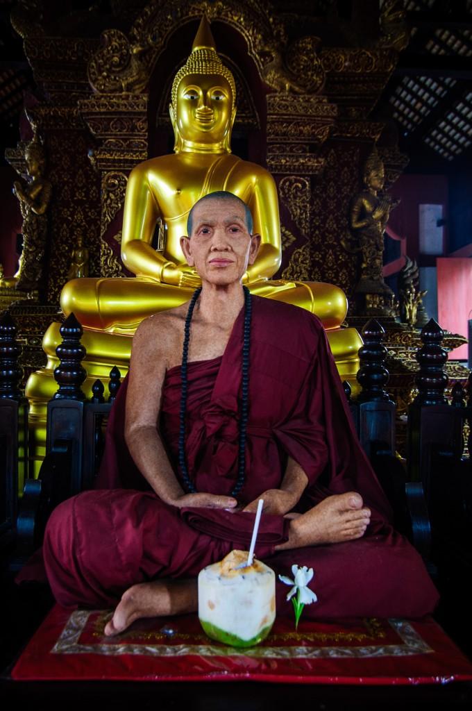 Wat Prasingh Another Wax Monk (Wat Prasingh, Чианг Май, Таиланд.)