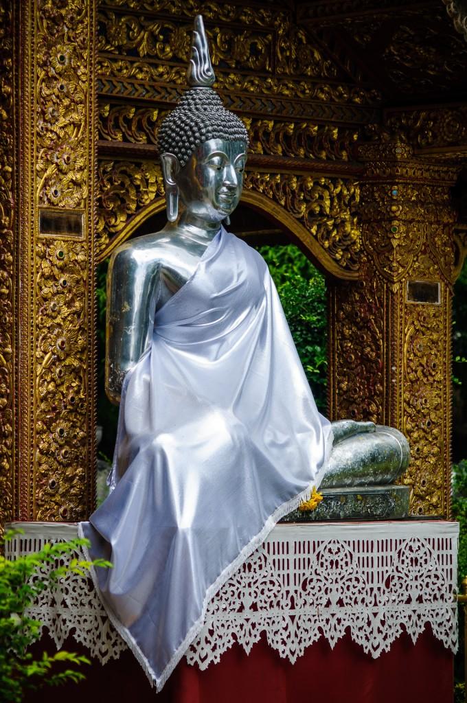 Wat Srisuphan Silver Buddha Outside (Серебрянный храм, Wat Srisuphan, Чианг Май, Таиланд.)