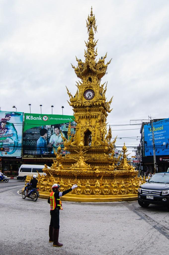 Chiang Rai Golden Clock (Улицы Чианг Рая.)