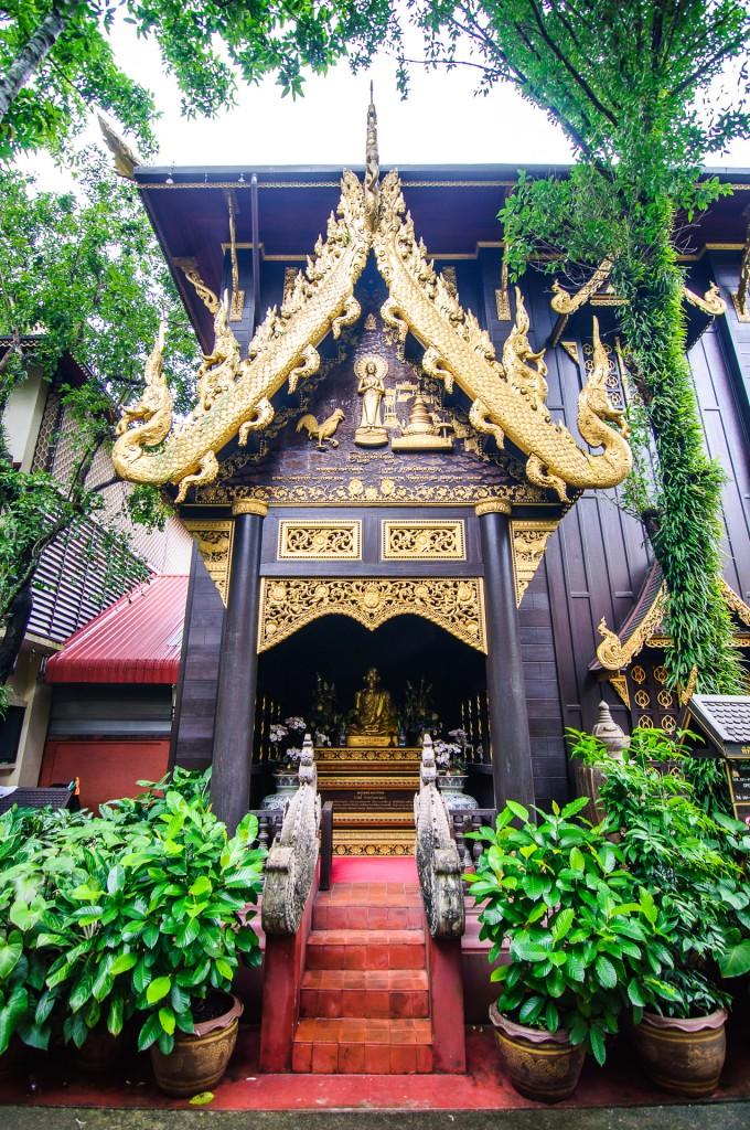 Вихан. (Wat Phra Kaew, храм изумрудного Будды, Чианг Рай)