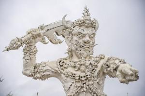 Воин на входе в Белый храм. (Белый храм или Wat Rong Khun. Чианг Рай, Таиланд.)