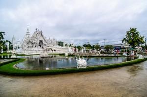 Общий вид на Белый храм - Wat Rong Khun