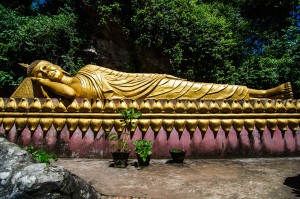 Luang Prabang Laos Tuesday Buddha (Луангпхабанг, улицы и храмы.)