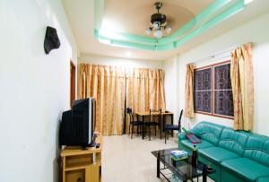My First Rented House Hall From Kitchen (Обычный арендный тайский односпальный домик.)