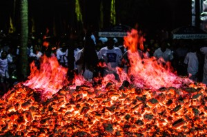 Phuket Vegeterian Festival Report Fire Walking Coal (Ритуал очищения огнём.)