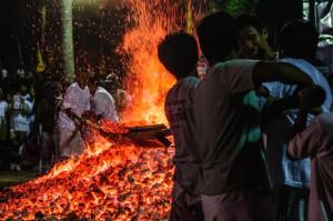 Phuket Vegeterian Festival Report Fire Walking Hight Temperarure Workers (Ритуал очищения огнём.)