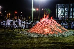 Phuket Vegeterian Festival Report Fire Walking Pile Of Charcoal (Ритуал очищения огнём.)