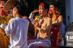 Phuket Vegeterian Festival Report Holy Guy (Утреннее шествие. Вегетарианский фестиваль на Пхукете 2013.)