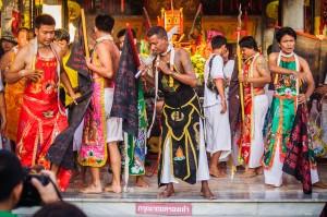 Phuket Vegeterian Festival Report Ma Songs (Утреннее шествие. Вегетарианский фестиваль на Пхукете 2013.)
