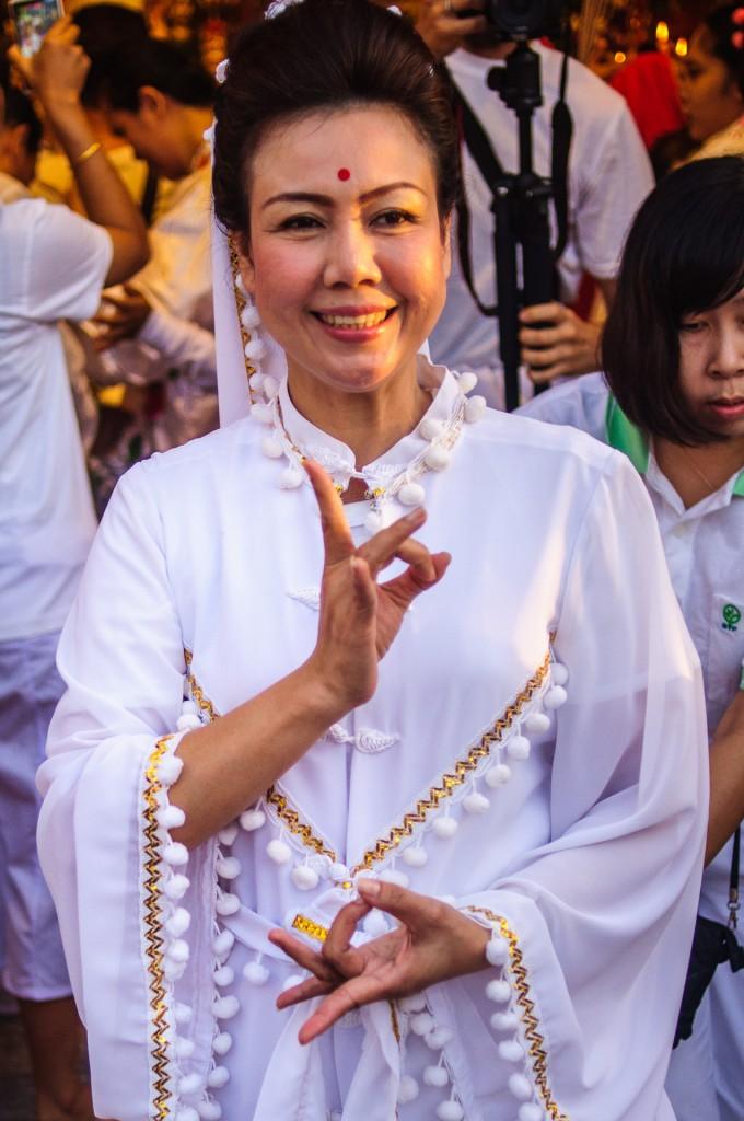 Phuket Vegeterian Festival Report Smiling Woman (Утреннее шествие. Вегетарианский фестиваль на Пхукете 2013.)