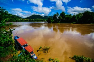 Yellow River Near Luang Prabang Laos (Луангпхабанг, улицы и храмы.)