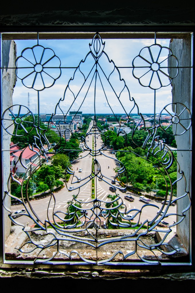 Patuxai Window (Патусай, триумфальная арка Вьентьяна.)