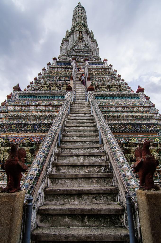 Wat Arun Ladder Up (Wat Arun или Храм утренней зари.)