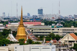 Bangkok Cityscape View From Golden Mountain (Золотая гора или Phukhao Thong, Бангкок.)