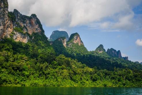 Пейзаж озера Чео Лан.