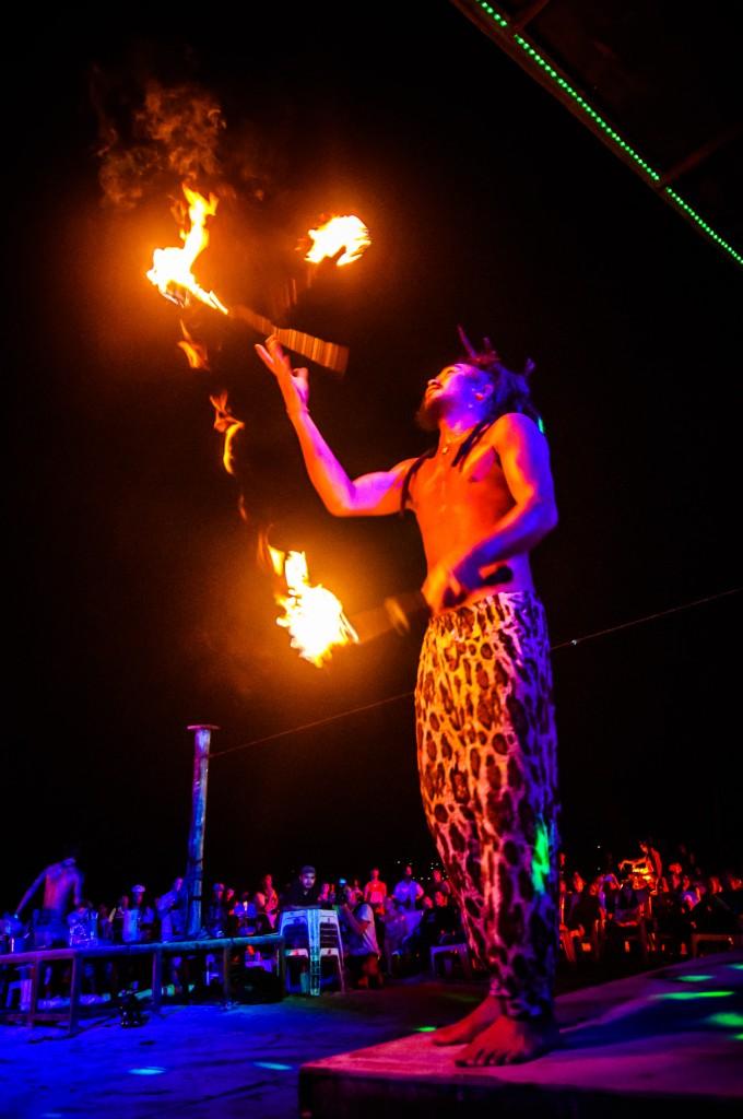 Phi Phi Beach Fire Show (Вечернее фаер-шоу на острове Пи-Пи Дон.)