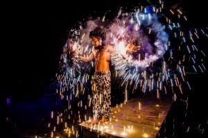 Phi Phi Fire Show Sparkling Poi (Вечернее фаер-шоу на острове Пи-Пи Дон.)