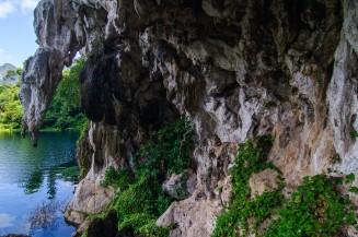 Около пещеры Pra Kay Petch на озере Чео Лан.