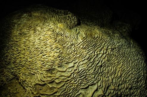 Внутри пещеры Pra Kay Petch на озере Чео Лан.