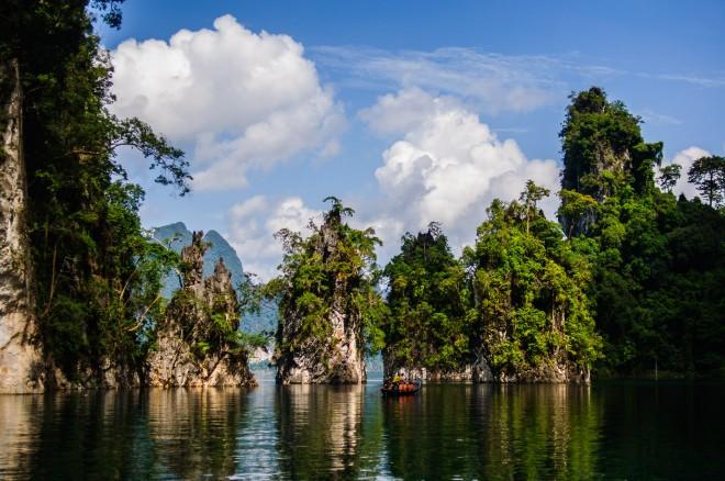 Тайский Гуйлинь, основная достопримечательность озера Чао Лан.