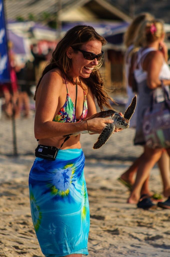 20 Th Annual Turtle Release 28 (20-й ежегодный выпуск морских черепах в море.)