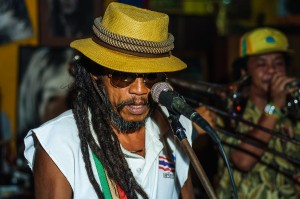 Job2do In Reggae Bar Nai Harn Report Singing A Song (Job2Do – тайское рэгги высшей пробы)