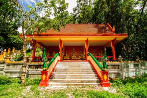 Вход в храм.
