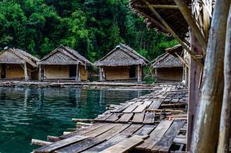 Бамбуковые домики попроще.