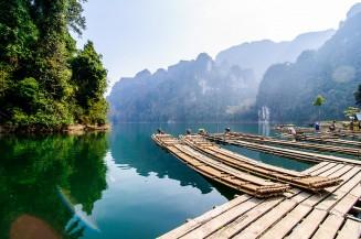 Бамбуковые плоты и внутреннее озеро.