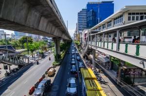 Streets Of Bangkok Interesting View (Парк Benjakiti и улицы Бангкока.)