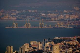 Пенанг ещё и большой морской порт, между прочим.