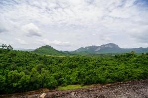 Вид с дамбы Ратчапрапа на провинцию Сураттани (Тайский Гуйлинь и красоты озера Чао Лан.)