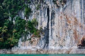 Скалы, окружающие Чао Лан (Тайский Гуйлинь и красоты озера Чао Лан.)