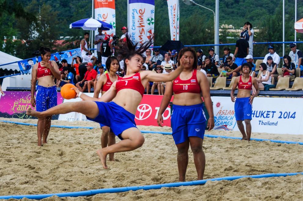 Женский пляжный гандбол.  Таиланд – Китай.