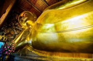 Лежащий Будда в храме Wat Pho, Bangkok.