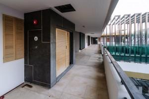 Внутренний пассаж четвёртого этажа. (Заброшенный кондоминиум Chalong Bay View Condo.)