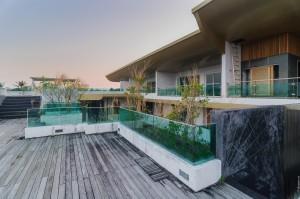 (Заброшенный кондоминиум Chalong Bay View Condo.)