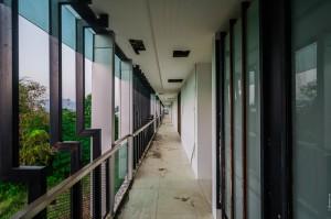 Пассаж четвёртого этажа. (Заброшенный кондоминиум Chalong Bay View Condo.)