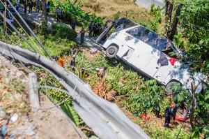 bus-crash-kata-chalong-phuket-06 (Авария автобуса на перевале Ката — Чалонг.)