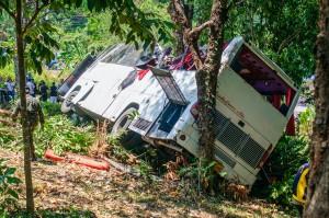 bus-crash-kata-chalong-phuket-23 (Авария автобуса на перевале Ката — Чалонг.)