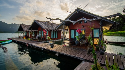 Домики отеля Keeree warin на озере Чео Лан.