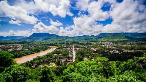 Вид на Луанг Прабанг со смотровой на холме в центре города