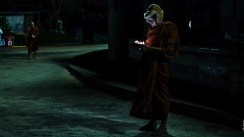 Монах читает поздравления с новым годом у Биг Будды, Пхукет.