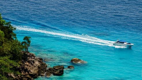 Скоростной катер на Симиланских островах.